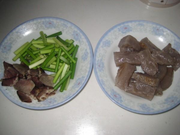 腊肉蒜苔炒蕨粑的做法大全