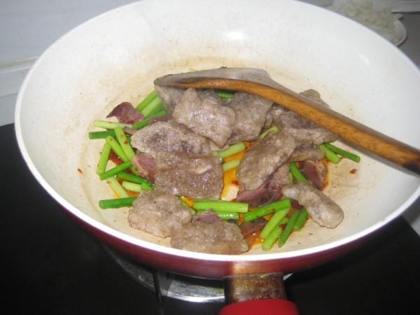 腊肉蒜苔炒蕨粑怎么炒