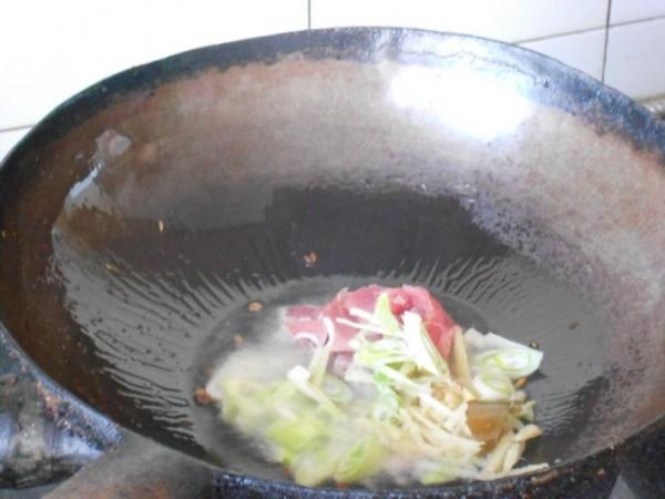 红烧肉炖干豆腐的家常做法