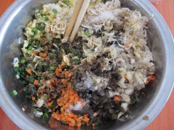 五色素馅饺子怎么吃
