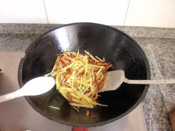 兔肉丝炒土豆怎么做