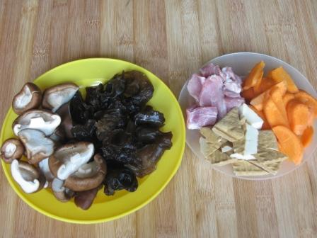 香菇黑木耳炒肉片的做法大全