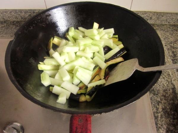 高汤银条茄子的简单做法