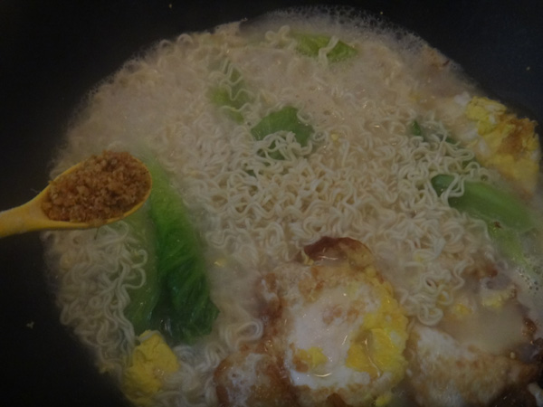 鸡蛋煮面条怎么做