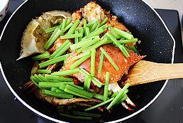 干锅香芹麻辣蟹的制作方法