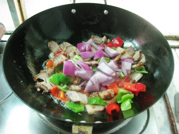 双椒炒卤肉怎么吃