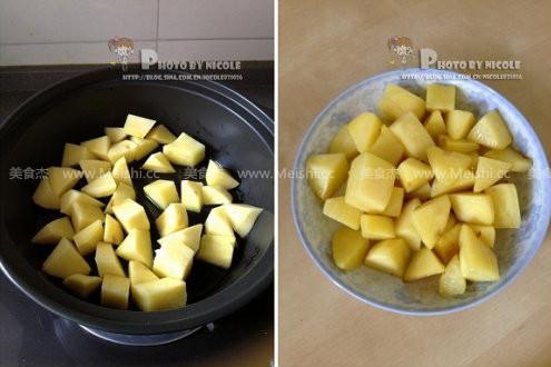 土豆五花肉炖豆角的家常做法