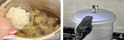 桃胶皂角米炖银耳的家常做法
