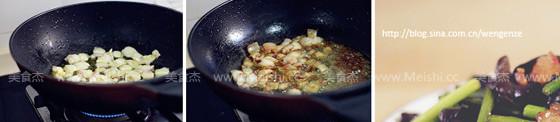 黑木耳炒蒜苔五花肉的家常做法