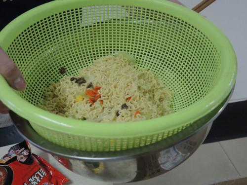 尖椒鸡蛋炒方便面的简单做法