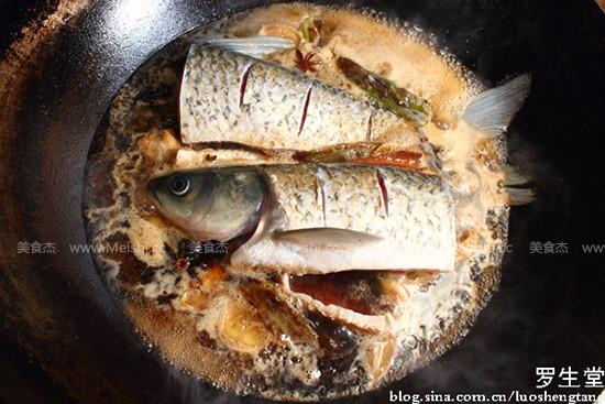 家常垮炖鱼怎么做
